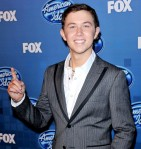 scotty-mccreery-2011-american-idol-finale-press-room-02
